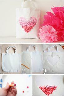 Trang trí túi với màu vẽ tranh acrylic và đầu tẩy bút chì một cách đơn giản
