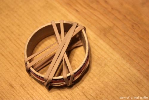 Cố định lại vòng tay handmade sau khi hoàn thành