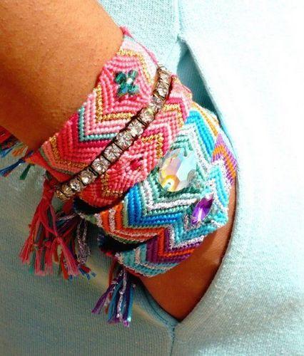 Day làm vòng tay vintage, tự làm vòng tay handmade, cách thắt vòng tay handmade đòi hỏi sự nhẫn nại và tỉ mỉ thôi rồi