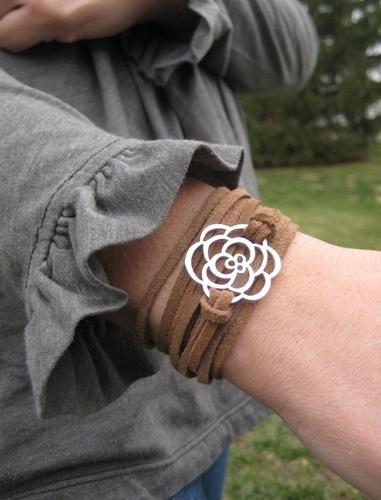 Dây làm vòng tay da lộn. Cách thắt vòng tay handmade, vòng tay vintage này đơn giản mà tạo chiều sâu nhé. Abby sẽ lần lượt cập nhật các video hướng dẫn làm vòng đeo tay, cách thắt vòng tay handmade để các bạn tham khảo
