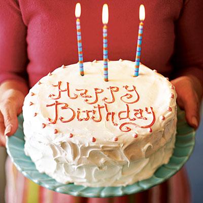 Hình ảnh bánh sinh nhật tự làm bằng nồi cơm điện.