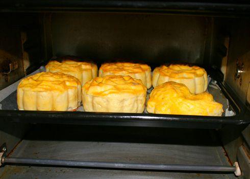Bánh bị chảy, nhão là do quá trình nướng bánh trung thu chưa đạt