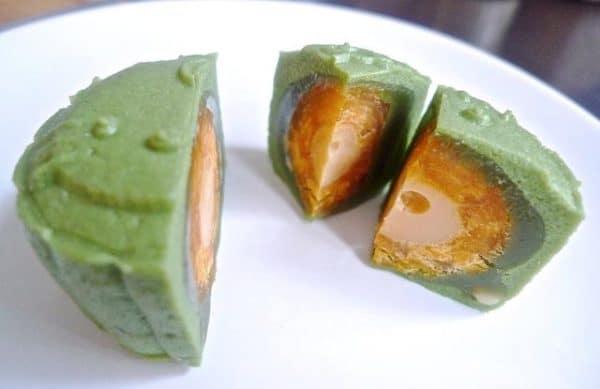 Thưởng thức bánh trung thu trà xanh ngon tuyệt