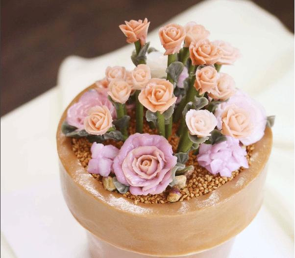 Giỏ hoa từ kem bơ trong