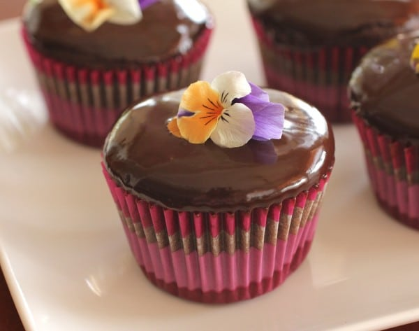 Chocolate phủ bánh
