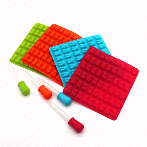 Khuôn kẹo silicon có que bóp 53 viên gấu nhỏ