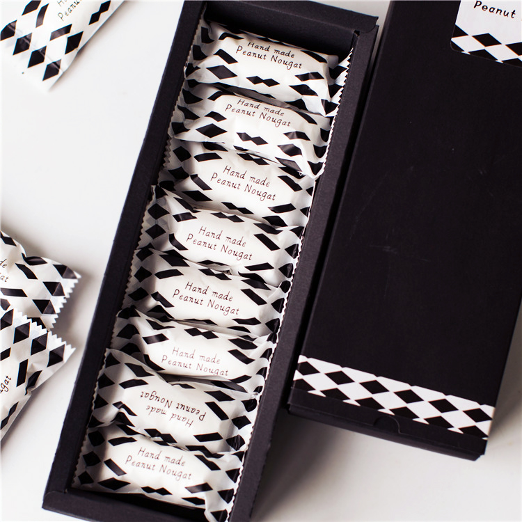 Túi đựng kẹo nougat đen trắng 10x4cm (50 chiếc)
