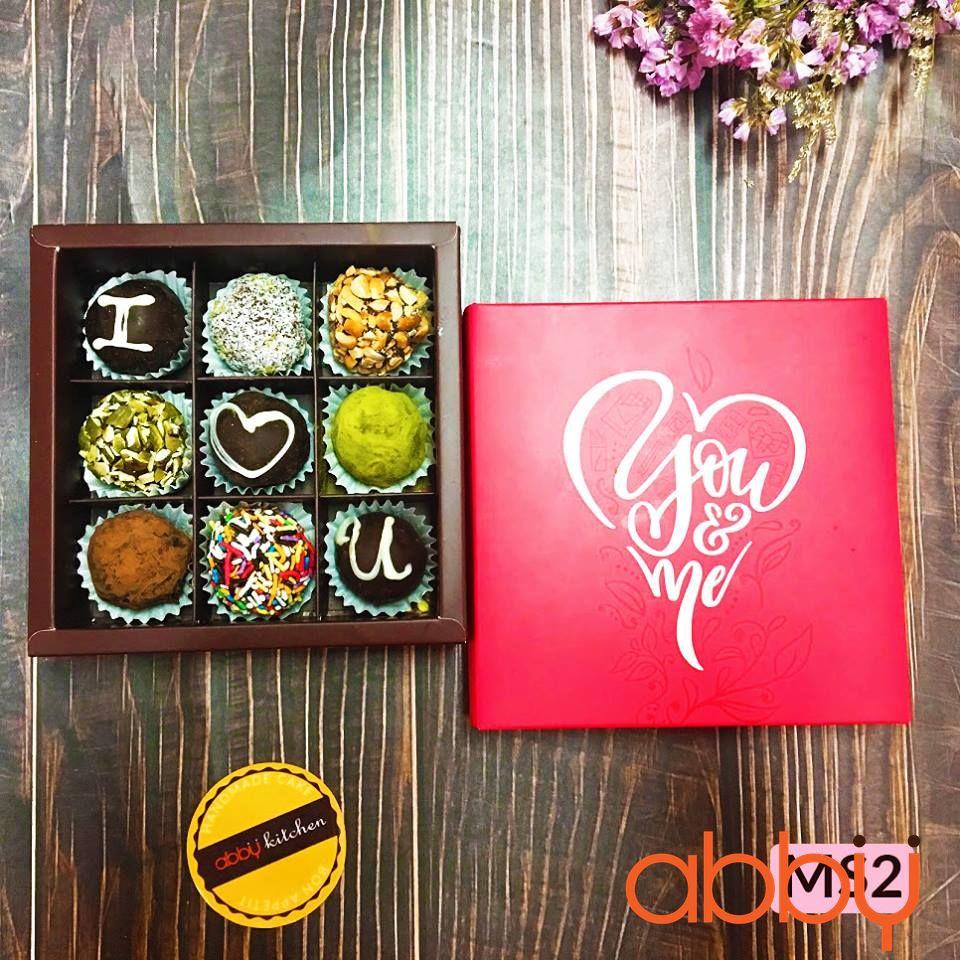 Hộp Truffle Chocolate 9 viên You & Me (hình vuông)