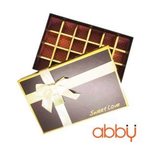 Hộp socola hình chữ nhật 24 viên Sweet love màu nâu