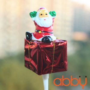Que cắm ông già Noel và hộp quà