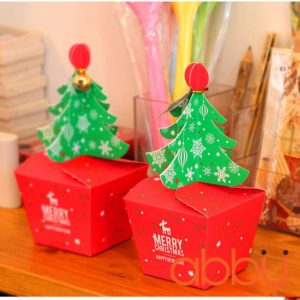 Hộp đựng bánh quy hình cây thông Noel kèm chuông nhỏ 11.5x9x8cm